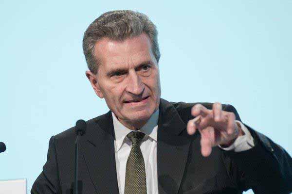 EU-Kommissar Günther Oettinger – die Spitze der Evolution. Englisch-Sprachkünstler und Großverdiener auf Steuerzahlers Kosten. #Date:12.2015#