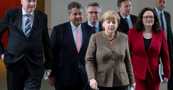 Koalitionsbeschlüsse zum Migrantenchaos und Integrationsgesetz bedeuten Notbremsung für Merkel. Ohne das Aufmischen der deutschen Politik unmöglich. Wenngleich der durch Merkel-Murks entstandene Schaden bleibt, darf Deutschland der AfD dankbar sein. #Date:04.2016#