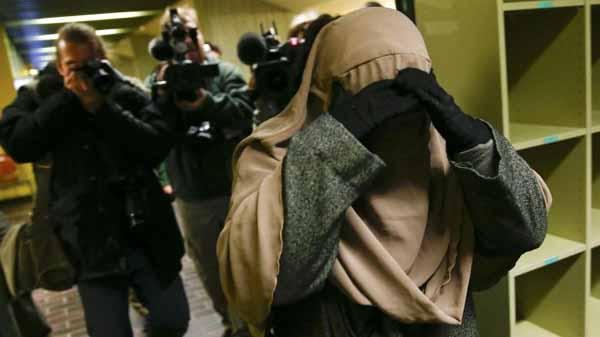 Muslimin weigert sich in deutschem Gericht den Nikab abzunehmen. #Date:04.2016#