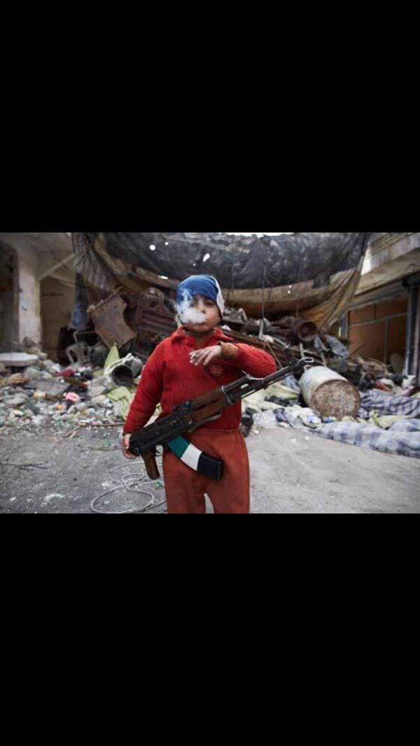 So sind sie die Refugee-Kinder. Erfahrung im Umgang mit Waffen, gerne auch mit Sprengstoffgürtel, Tötungserfahren. #Date:04.2016#