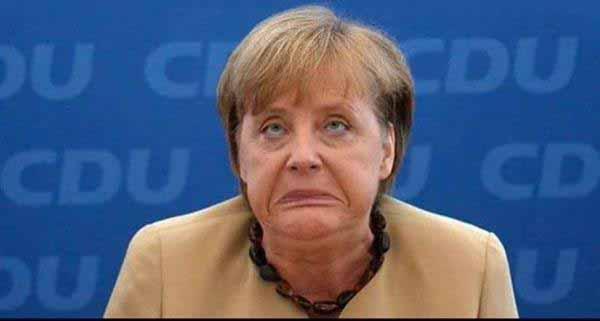 Merkel schaut in den Spiegel und sieht ihr Elend #Date:12.2015#