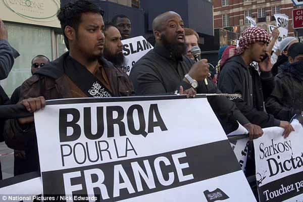 Im versifften Frankreich demonstrieren Moslems für die Burka. Auch dort sicher nur Ärzte und Raketentechniker. #Date:05.2016#