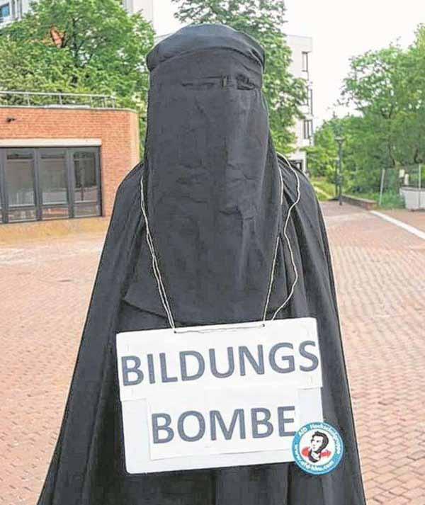AfD Hochschulgruppe verhüllt Statue auf Uni-Gelände mit Burka #Date:05.2016#