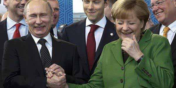 Merkel zeigt wieder mal in Momentaufnahme ihre Dummheit #Date:12.2015#