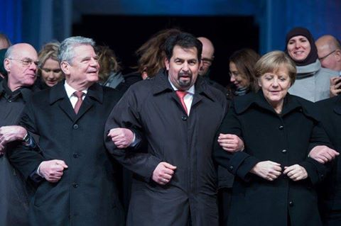 Bundespräsident Gauck, Moslem Aiman Mayzek vom Zentralrat der Muslime in Deutschland und Bundeskanzlerin Merkel CDU freuen sich über die fatalen Auswirkungen ihres Bündnisses für Deutschland #Date:05.2016#