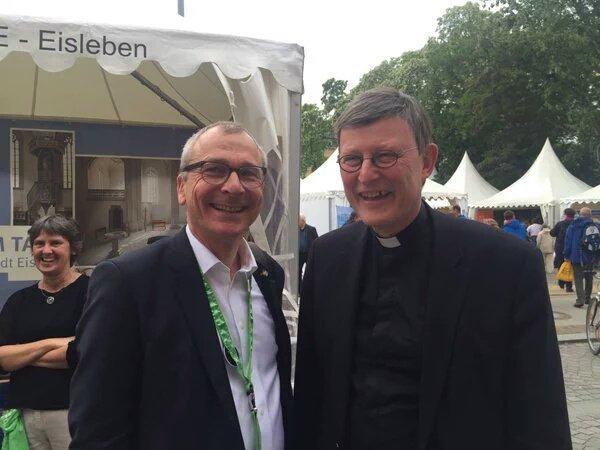 Katholischer Kirchentag 2016, bei dem die AfD ausgeladen wurde. Kardinal Woelki und der Grüne Volker Beck, der u.a. Bescheidung, Schächten favorisiert, in trauter Zweisamkeit. #Date:05.2016#