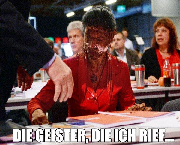 Auf dem Parteitag der Linken wurde Wagenknecht eine Torte ins Gesicht geklatscht. Jetzt ist sie beleidigt weil Beatrix von Storch AfD auch eine Torte erhalten hat. #Date:05.2016#
