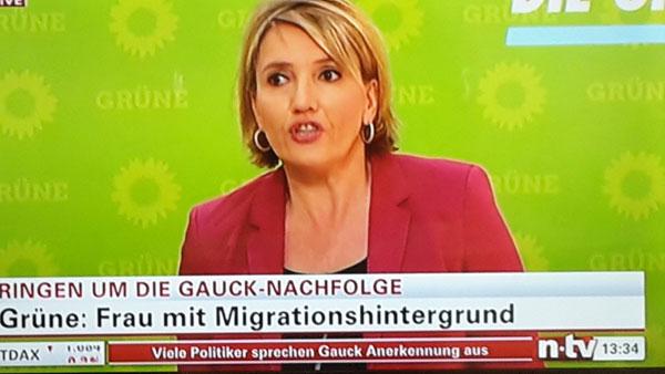 Frau Peter von den Grünen wünscht sich selbstverständlich eine Bundespräsidentin mit Migrationshintergrund. Deutschland am Abgrund. #Date:06.2016#
