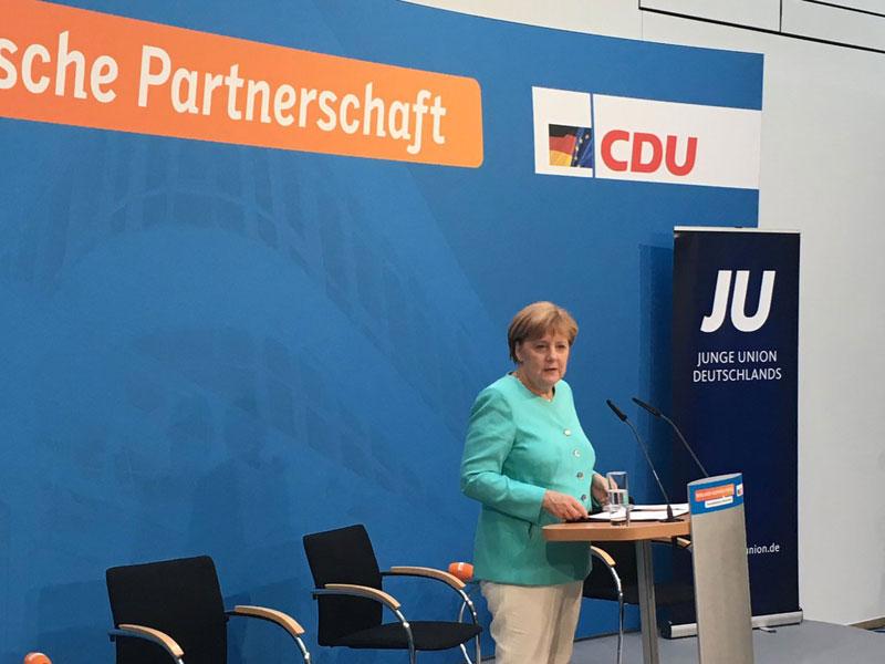 Die deutsche Bundeskanzlerin Angela Merkel CDU muss UNSERE Werte verteidigen. Erstens hat sie keine Werte mit deutschen Patrioten gemeinsam, zweitens hat sie die deutschen Werte an Erdogan und den Islam verkauft. #Date:06.2016#