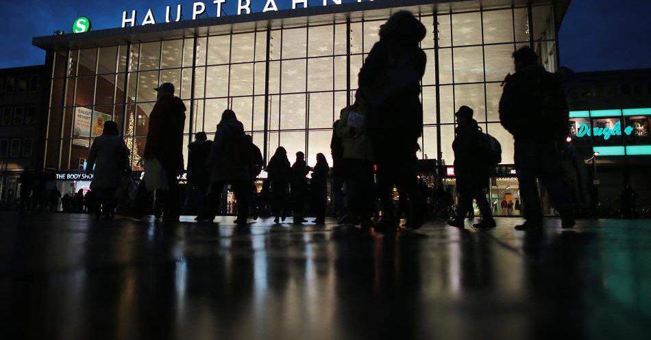 Ein interner BKA-Bericht bestätigt, dass die Mehrzahl der Täter in Silvesternacht 2015 in Köln erst kurz vorher als Flüchtlinge ins Land kamen. Danke Merkel #Date:06.2016#