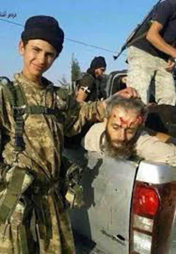 Islamisten-Kindersoldat präsentiert stolz Leiche #Date:01.2016#