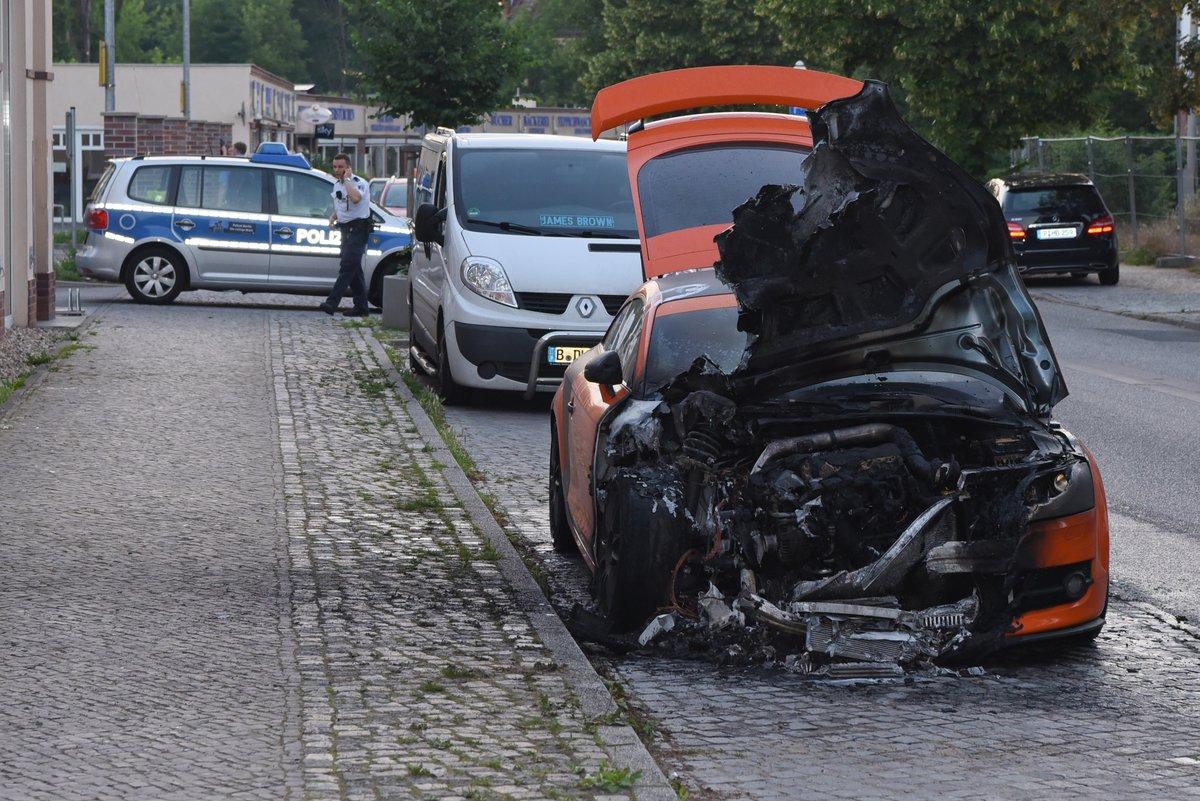 Linker Hassmob zündet wieder Autos in Berlin an. Antifa lässt grüssen. #Date:06.2016#