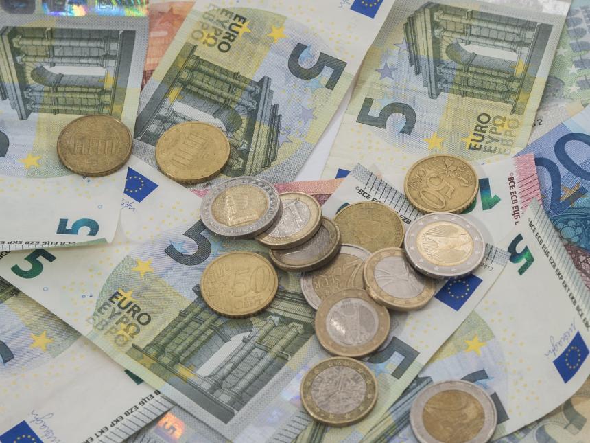 Das nächste große EU-Projekt. Abschaffen des Bargelds. Völlige Durchleuchtung jedweder finanziellen Aktivität der Bürger. Fuck EU. Zurück zu einem Europa der Vaterländer. #Date:06.2016#