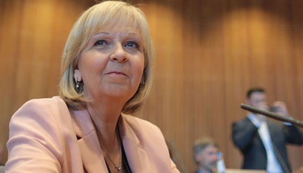 Bild zum Thema Hannelore Kraft, SPD Ministerpräsidentin in Nordrhein-Westfalen, hat bei ihrer dreistündigen Vernehmung im Untersuchungsausschuss zu den Silvestervorfällen in Köln 2015 nur marginale Fehler eingeräumt.