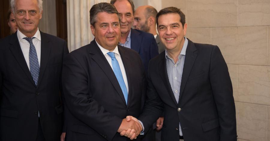 Bild zum Thema Dr. Peter Ramsauer CSU soll bei einem Besuch im Gefolge von Wirtschaftsminister Gabriel in Griechenland zu einem Fotografen gesagt haben: Fass mich nicht an, du dreckiger Grieche.