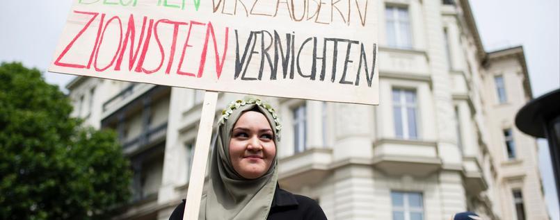 Bild zum Thema Am Al-Quds-Tag ist in Berlin Judenhetze und Terror-Hisbollah-Verehrung in aller Öffentlichkeit angesagt. #DeutschlandKrassPervers? ???  #FCKHisbollah #FCKHamas #StoppAlQuds #IslamGoHome???? #IslamIstFriede™? #Berlin