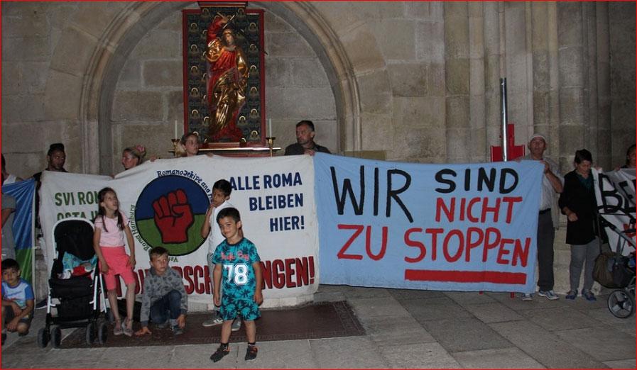 Roma und Albaner im Regensburger Dom als dreiste Asylforderer. Merkel-Deutschland in Reinkultur und unerträglich. #Date:06.2016#
