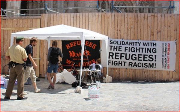 Fighting Refugees, jetzt sehen wir klarer.  Unterstützer-Camp am Regensburger Dom , der von 45 Personen mit gültigem Abschiebungsbescheid besetzt wird.  #Date:06.2016#