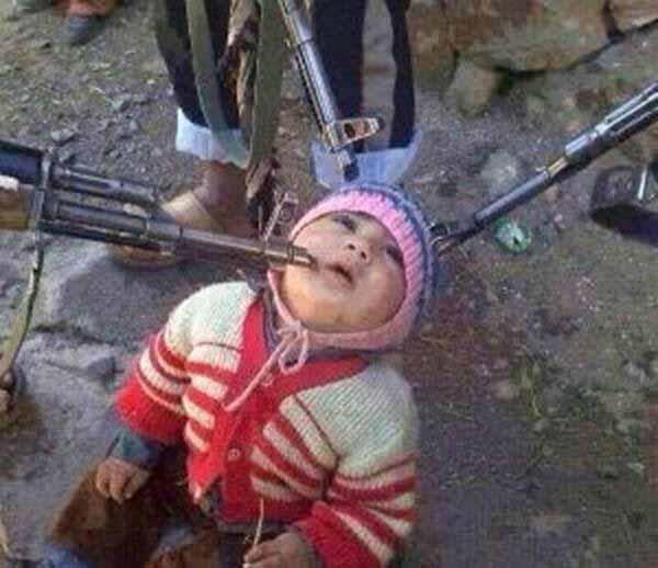 Islamische Spielereien. Kind mit Gewehren bedrohen #Date:12.2015#
