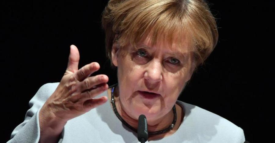 Bundeskanzlerin Merkel CDU weiterhin auf Vernichtungsfeldzug gegen Deutschland. In einer Videobotschaft bittet sie die Massenmigranten, dass diese auf deutsche Sitten Rücksicht nehmen mögen, z.B. den Genuss von Schweinebraten. Ein Irrsinn, dieses größenwahnsinnige Ding aus der Uckermark. Merkel muss definitiv weg. #Date:07.2016#