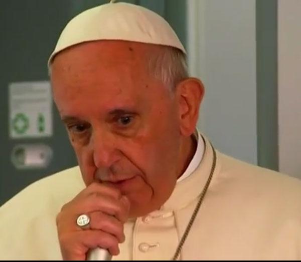 Papst Franziskus nimmt auf seinem Rückflug vom Polen-Besuch, die Gelegenheit wahr, vor den mitfliegenden Journalisten den Islam in Schutz zu nehmen. Alzheimer nach Samenstau. #Date:07.2016#