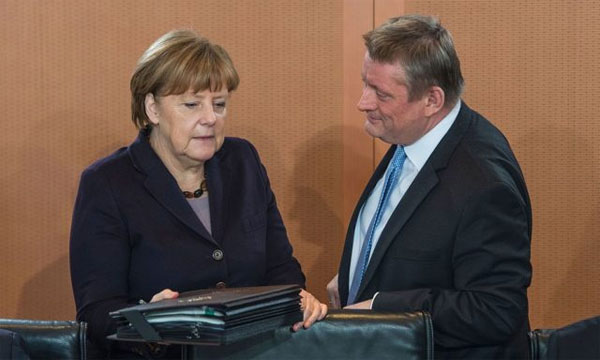 Bild zum Thema Bundeskanzlerin Merkel CDU und Gesundheitsminister Gröhe stellen eine weitere Milliarde für die Gesundheitsbetreuung der Migranten bereit. Da bleibt für die armen Inzucht-Deutschen nicht mehr viel übrig.