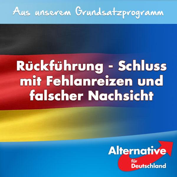 """Der wichtigste (Fehl-)Anreiz, über das Asylrecht in das deutsche Sozialsystem einzuwandern, ist bereits seit Jahrzehnten die fehlende Durchsetzung der Ausreisepflicht gegenüber Ausländern, die unter keinem Gesichtspunkt bleibeberechtigt sind.  Rückführungen in die Herkunftsländer werden auf mannigfache Weise sabotiert. Daran beteiligt sind die Ausreisepflichtigen, inländische Helfer und teilweise auch die Herkunftsländer.   Kampagnen der Einwanderungslobby und Medien zielen auf immer neue Bleiberechte. Landesregierungen halten sich häufig nicht an das Bundes-Abschieberecht, verschleppen seine Durchsetzung und setzen es vielfach praktisch außer Kraft.  Die #AfD will diese Missachtung des Rechtsstaats beenden. Sie fordert, das Abschieberecht zu ertüchtigen, zu vereinfachen und es konsequent anzuwenden; wo dies nicht geschieht, hat die Rechts-und Fachaufsicht des Bundes sofort einzugreifen. Die Ausländerbehörden müssen auf die uneingeschränkte Rückendeckung der Politik vertrauen können.   Alle rechtskräftig abgelehnten Asylbewerber sind unverzüglich außer Landes zu bringen, sofern sie nicht entsprechende Ausreiseaufforderungen freiwillig befolgen. Gewährung oder Streichung von Entwicklungshilfe und die Visapolitik müssen zum Hebel für die Kooperationsbereitschaft der Herkunftsstaaten bei der Rücknahme ihrer Staatsangehörigen werden.  Vollziehbar ausreisepflichtigen Ausländern dürfen nicht gleichzeitig Anreize zum Bleiben gegeben werden. Unter anderem ist ihre Sozialhilfe dauerhaft auf ein rechtlich zulässiges Minimum in Sachleistungen zurückzuführen. Obstruktionen bei der zur Rückführung erforderlichen Passbeschaffung und Täuschungen der Behörden sind zu ahnden. Altfall- und Bleiberechtsregelungen wollen wir streichen, denn als """"Belohnung"""" für langjährige Verweigerungshaltung konterkarieren sie diese Absicht.  Eine freiwillige Ausreise ist besser als eine Abschiebung. Gerade wer aus rein wirtschaftlichen Motiven Asyl in Deutschland beantragt hat, kann – ggf. durch Gewä"""