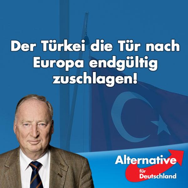 """Bild zum Thema Zu den aktuellen Vorgängen in der Türkei erklärt der stellvertretende AfD-Vorsitzende Alexander Gauland:  """"Die aktuellen Vorgänge in der Türkei und die haarsträubenden Maßnahmen, die Präsident Erdogan jetzt ergreift, beweisen lediglich, dass die Türkei nicht zu Europa gehört und noch nie gehört hat. Sie ist ein eurasisches Land mit osmanischer Tradition, das in Europa nichts verloren hat. Selbstverständlich ist alles, was Erdogan jetzt unternimmt, nach unseren Wertvorstellungen falsch und undemokratisch. Aber gerade weil die Türkei nicht zu uns gehört, sollten wir uns in deren innere Angelegenheiten nicht weiter einmischen.  Frau Merkel sollte nun erkennen, dass das Abkommen mit Erdogan falsch und endgültig hinfällig ist. Mit einer solchen Regierung, die Wissenschaftler einsperrt und tausende Tote zu verantworten hat, schließt man keine Abkommen. Es ist gut, dass Erdogan in dieser unglücklichen Situation endlich sein wahres Gesicht gezeigt hat. Denn das hilft nun auch dem letzten Europäer zu verstehen, dass der Türkei die Tür nach Europa endgültig zugeschlagen werden muss."""""""