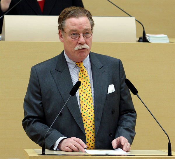 Philipp Graf von und zu Lerchenfeld CSU-Bundestagsabgeordneter hat mit über 1,7 Millionen EUR die höchsten Nebeneinkünfte aller 630 Bundestagsabgeordneter #Date:08.2016#
