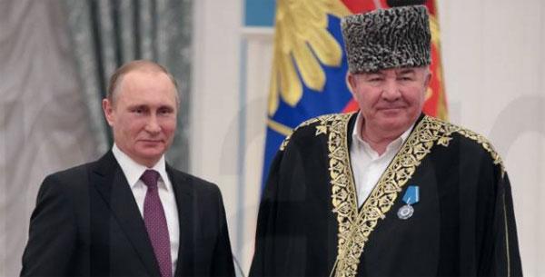 Bild zum Thema Der im Kaukasus einflussreiche Mufti Ismail Berdijew hat die weibliche Beschneidung als 'normale Tradition' in der russischen Teilrepublik Dagestan bezeichnet. Der Mufti rechtfertigte sie mit der 'Beruhigung der weiblichen Lust'. Die Äußerungen sorgen in der russischen Gesellschaft für Kritik. Die islamische Genitalverstümmelung wird jedoch von Putin im Rahmen seiner lockeren Führung der islamischen Länder innerhalb der Russischen Förderation toleriert.  Das ist vollkommen inakzeptabel.