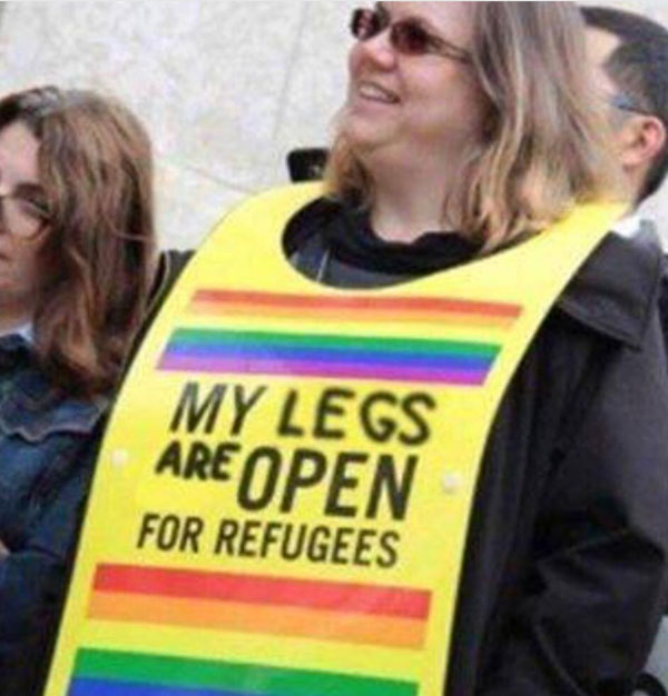 Die Spitze der Evolution bei den hippen Lifestyle-Refugee-Welcome-Klatschern. Meine Beine sind gespreitzt für Refugees. #Date:08.2016#