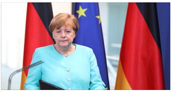 Bild zum Thema Merkel und der Schießbefehl. Hatte man noch vor Jahresfrist die AfD medienwirksam zerfetzt und Frauke Petry den Schießbefehl angedichtet, will die Schlafschaf-Kanzlerin jetzt die Bundespolizei in die Grenzsicherung an EU-Außengrenzen einbinden.  Dem Merkel-Regime ist aber schon klar, dass jeder Bundespolizist bei entsprechender Lage seine Schusswaffe einsetzen darf?  Vielleicht geht die ahnungslose Merkel aber davon aus, dass das Werfen von Teddybären alternativlos ist. Man darf bezweifeln, dass Merkel von ihren devoten Lakaien entsprechend aufgeklärt wird. Deutschland krass pervers.