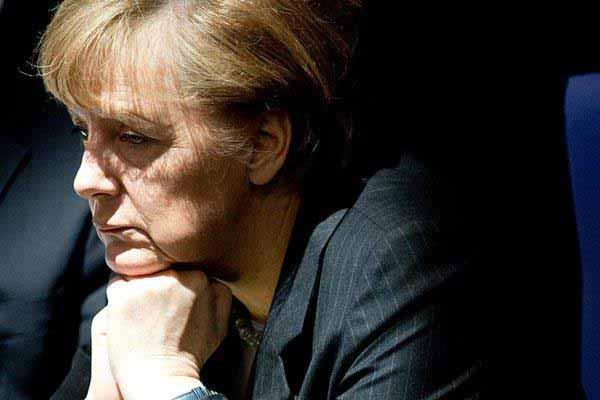 Merkel denkt nach, wie sie Deutschland den letzten Schlag verpassen kann #Date:12.2015#
