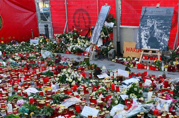 Für die Opfer des moslemischen Terroranschlags auf den Weihnachtsmarkt in Berlin hatte der deutsche Bundestag  nicht einmal eine Trauerminute übrig. Das Staatsversagen in Deutschland manifestiert sich. #Date:01.2017#