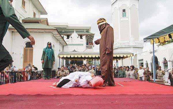 Islam-Scharia-Auspeitschung-Frau 2/3 #Date:12.2015#