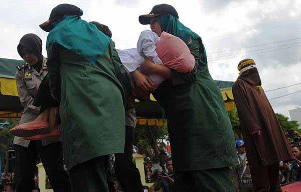 Islam-Scharia-Auspeitschung-Frau 3/3 #Date:12.2015#