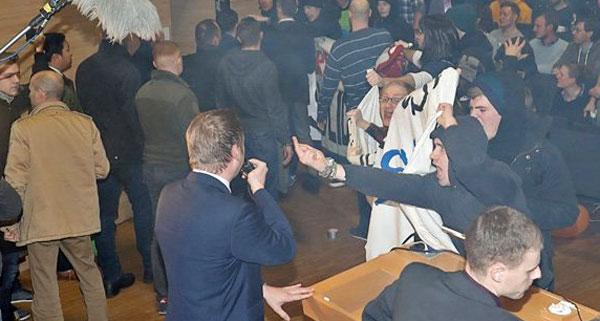 Bild zum Thema Antifa-Gangster in Aktion  Nö, nicht auf der Straße.  Mitten im Hörsaal der Uni-Magdeburg.  Wie versifft sind unsere Universitäten, die der schweigende Bürger aus seinen Steuern unterhält?