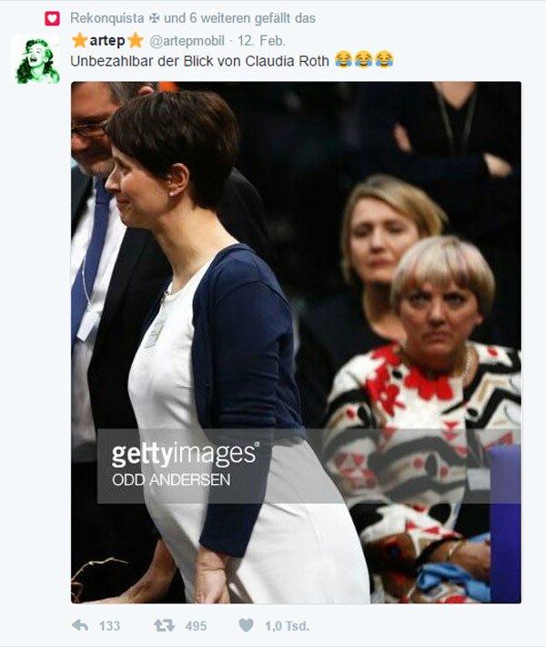 Bild zum Thema Starke Momentaufnahme  Das Bild entstand,als Frauke Petry (AfD) nach der Wahl zum Bundespräsidenen Frank-Walter Steinmeier zu seiner Wahl gratuliert  Unbezahlbar die Gesichter der beiden Damen im Hintergrund von B'90/Grüne. Während Simone Peter eher die äußere Erscheinung von Petry inspiziert, ist Claudia Roth wohl mit ganz anderen Gedanken in dieser Sache beschäftigt.