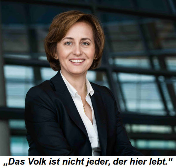 """Bild zum Thema Schützt unsere Verfassung vor Merkel  Beatrix von Storch zur erneuten verfassungsfeindlichen Aussage von Kanzlerdarstellerin Merkel:  +++ Wer meint, daß Kanzlerin Merkel nicht mehr für negative Überraschungen gut ist, der täuscht sich gewaltig. Am 25. Februar negierte sie in ihrer Parteitagsrede in Stralsund das im Grundgesetz verankerte Staatsvolk, indem sie wörtlich sagte: """"Das Volk ist jeder, der in diesem Lande lebt.""""   Der Begriff """"Volk"""", der in unserem Grundgesetz klar als die Gemeinschaft der Staatsbürger definiert wird, wurde somit ganz explizit von ihr umdefiniert. Mit dieser Äußerung steht die Kanzlerin nicht mehr auf dem Boden des Grundgesetzes.   Daß sie keine große Freundin Deutschlands ist, hat sie in der  Vergangenheit schon mehrfach unter Beweis gestellt. Sei es ihre öffentliche Erklärung, daß Deutschland nicht mehr ihr Land sei oder die Tatsache, daß sie nicht mehr von Deutschen spricht, sondern von denjenigen, die """"schon länger hier leben"""".  Aufgrund Merkels skandalösen Verhaltens fordern wir die CDU/CSU im Rahmen unserer neuen Civil Petition Kampagne dazu auf, sie nicht mehr länger als ihre Kanzlerkandidatin zu unterstützen. Eine Politik, die sich ganz offensichtlich gegen das eigene Staatsvolk wendet, muß unbedingt gestoppt werden.   Bitte unterstützen Sie uns in unserem Kampf, indem Sie die Petition """"Abschaffung des Staatsvolks stoppen – Grundgesetz vor Merkel schützen"""" unterzeichnen.  https://www.civilpetition.de/kampagne/abschaffung-des-staatsvolkes-stoppen-grundgesetz-vor-merkel-schuetzen/startseite/  Eine weitere Amtsperiode einer Kanzlerin, die das Staatsvolk im Sinne des Grundgesetzes ablehnt, darf nicht Realität werden. Lassen Sie uns gemeinsam dagegen kämpfen. +++"""