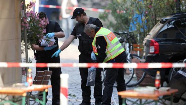 Bild zum Thema Ansbach: 1 Jahr nach dem Terroranschlag  Am 24.Juli 2016 sprengte sich ein moslemischer Dschihadist vor dem Eingang zum AnsbachOpen mit einer Rucksackbombe in die Luft, tötete sich selbst und verletzte 15 Personen.  Reiner Glücksfall, dass nicht mehr geschah. Denn vermutlich sollte die Bombe auf dem Festivalgelände explodieren.  Der Täter: ein abgelehnter Asylant, dem der Ansbacher Abgeordnete der Linken, Harald Weinberg, einen Duldungstitel verschafft hatte. :v  http://www.n-tv.de/politik/Ausgerechnet-Ansbach-article19948333.html  #ansbach  #ansbachattack  #weinberg  #terror  #linke  #duldung  #asylant  #dschihadist  #islam  #moslem  #ansbach_open