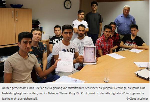 """Bad Windsheim: Asylindustrie kräftig am Rudern +++ In einer """"Initiative der ausbildenden Betriebe im Landkreis"""", die bereits 14 Firmen unterschrieben haben, werden diese klarstellen, dass sie sich als Wirtschaftsunternehmen und Handwerksbetriebe benachteiligt fühlen, durch die strenge bayerische Auslegung der Gesetze. Sie brauchen Auszubildende.  +++ Aha, sehr interessant. Hier sind Fälle bekannt, in denen Schulabgänger mit Mittlerer Reife schon das zweite Jahr versuchen, eine Lehrstelle zu finden. Liegt es vielleicht daran, dass, wer schon länger hier lebt, nicht entsprechend horrend steuerfinanziert unterstützt wird? Erschütternd, in welcher unverfrorener Offenheit unsere einstige Gesellschaft hier ad absurdum geführt wird. :v Siehe hierzu auch: http://www.nordbayern.de/…/junge-afghanen-kampfen-in-bad-wi… #bad_windsheim #asylanten #afghanistan #asylindustrie #auszubildende #lehrstellen #steuergeldverschwendung #Date:08.2017#"""