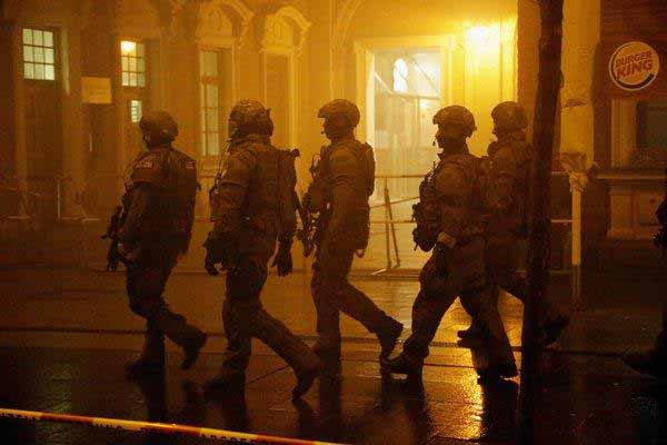 Unser neues Deutschland. Straßen voll mit schwerstbewaffneten Sicherheitskräften #Date:01.2016#