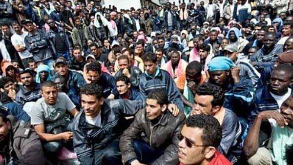 Junge Männer als Flüchtlinge. Irgendwie verstörend dieses Bild. #Date:01.2016#