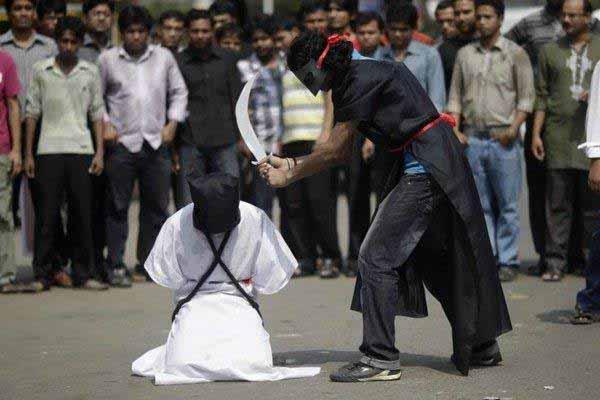 Hinrichtung nach Koran-Scharia-Scheiße. Und die Bagage schaut zu. Volksbelustigung a la Islam. #Date:01.2016#