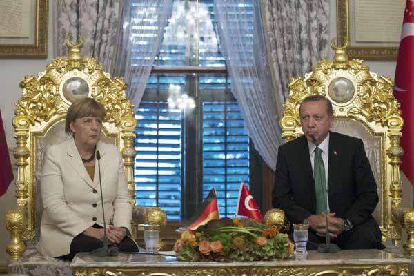 Treffen von Dumm und Brutal auf dem Königsthron in der Türkei #Date:01.2016#