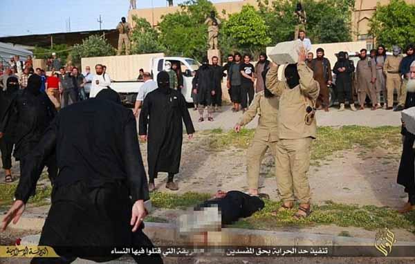Steinigung eines Mädchens durch Islam IS #Date:12.2015#