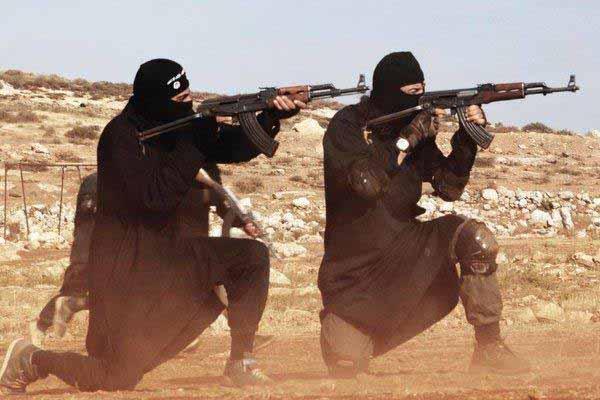 Kämpfer in Syrien mit Schnellfeuergewehren beim Schießen. Erst die Sau rauslassen, dann abhauen. #Date:02.2016#