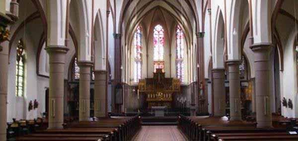 Münchner Pfarrer will Kirche Moslems überlassen. Prima, dann muss er nicht damit rechnen, dass seine Kirche von Moslems abgebrannt wird. #Date:01.2016#