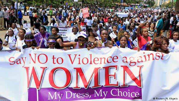 Sagt nein zur Gewalt  gegen Frauen. Es ist meine Sache, was ich anziehe. #Date:03.2016#