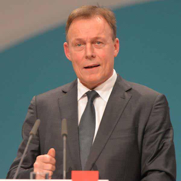 Thomas Oppermann  Fraktionsvorsitzender SPD im Bundestag bezeichnet Andersdenkende als Bande #Date:12.2015#